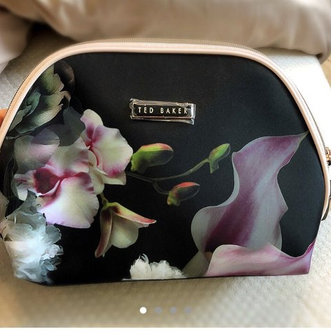90bb420d4 @charbieex. 9 months ago. United Kingdom. Brand new, never used still with tags  Ted Baker LARGE cosmetic bag.