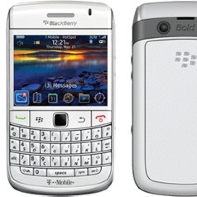 White blackberry bold it's got- 0
