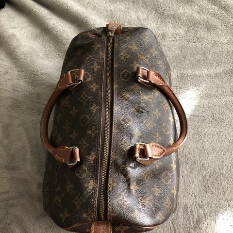 d9d34c7a4c8148 VINTAGE AUTHENTIC LV BAG ☆ super worn and not in awesome - Depop