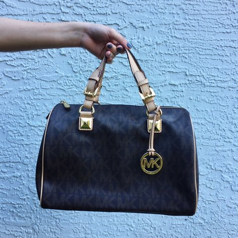 1c9dbcbfca5685 @swedorian. 6 days ago. Ocala, United States. Price Negotiable!! ✨ Michael  Kors Grayson duffle bag purse!