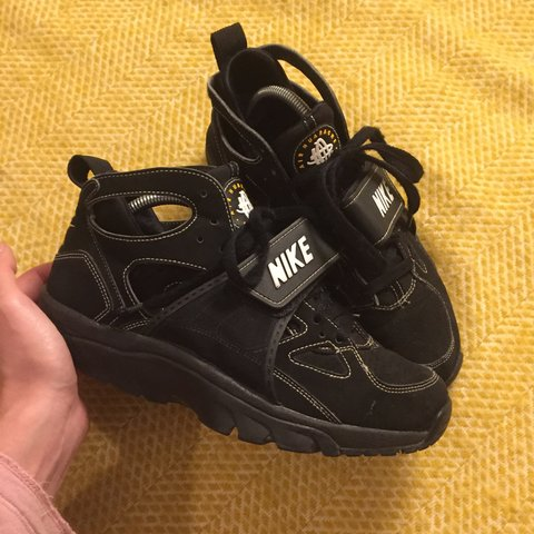 d55db0ceb191 Old school OG hi-top Nike air Huaraches size 6 great rare - Depop