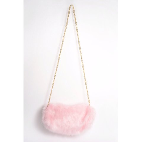 Inthestyle pink fluffy bag. Never used - Depop 6218e9f7c417c