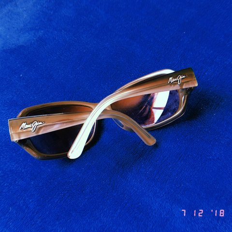 51b8f82204a3 @dreamydivine. 2 months ago. Sweet Home, United States. MAUI JIM SUNGLASSES  •comes with FREE SHIPPING!! •used but ...