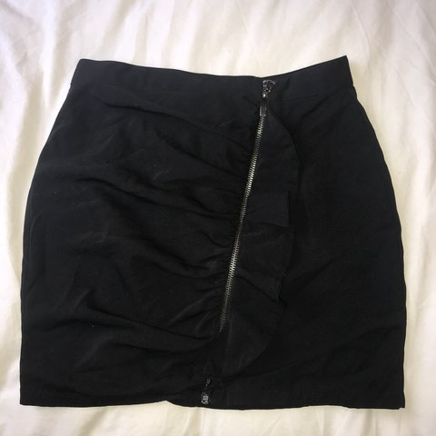 f54504223e @bethcoops. 9 months ago. Birmingham, United Kingdom. Black Zara mini skirt.  Silver zip and ruffle detailing at front. Never worn ...