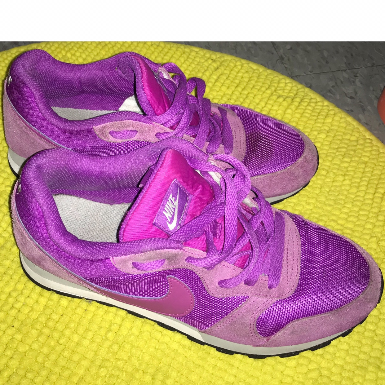 Nike MD runner 2 - used Small stain on