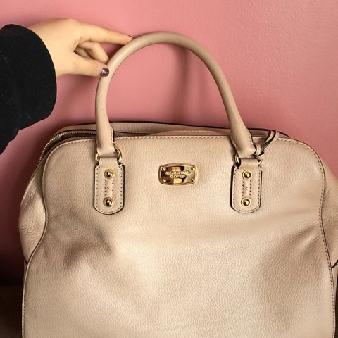 ae230c30d69412 BRAND NEW!!!!! Michael Kors bag in beige. Super cute and - Depop