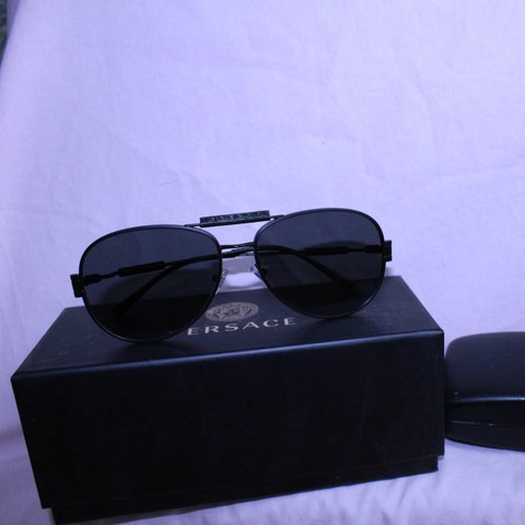 aadc66bd3f versace sunglasses original 250 only worn a few times price - Depop