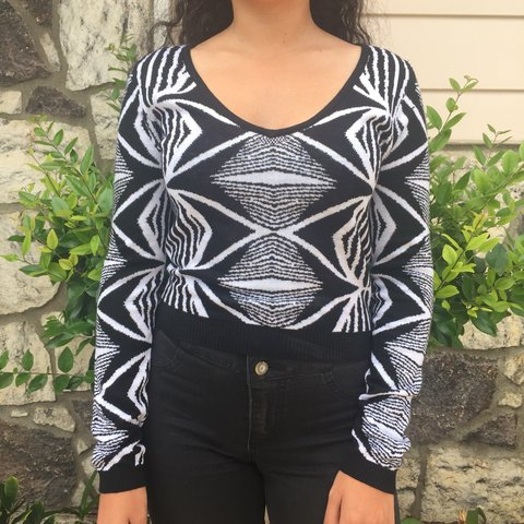 7d57a6c80b1 Funky black and white top! Sooo cute! In great condition