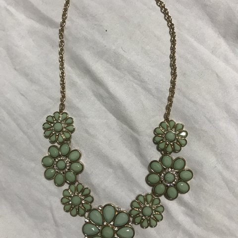 Fashion Jewelry Necklace With Green Flowers