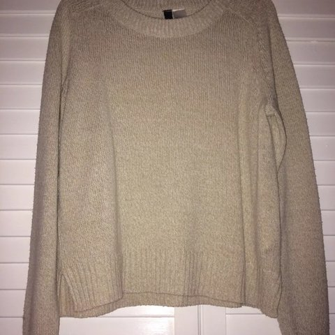 d2919988c1b h m cream woolly jumper size small approx fits size 6 8  ) - Depop