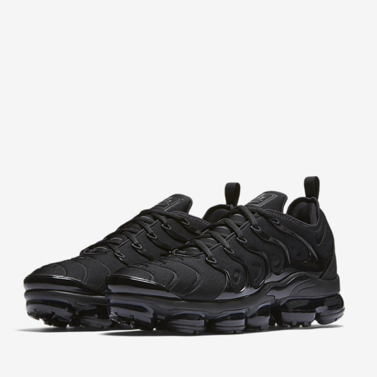 6a5301e39312 Nike Air Vapormax Plus Triple Black UK8.5 Exclusives Brand x - Depop