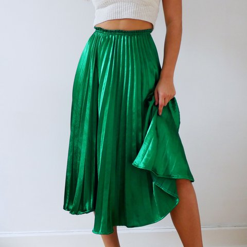 84b7a5ff1 Beautiful stunning vintage green iridescent pleated skirt a - Depop