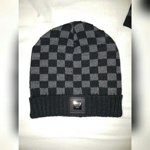 39304081168 New condition ✓✓ Grey and black Louis vuitton scarf and hat - Depop