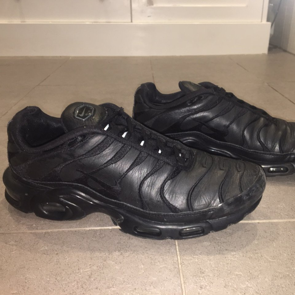 Leather triple black tns, uppers are in