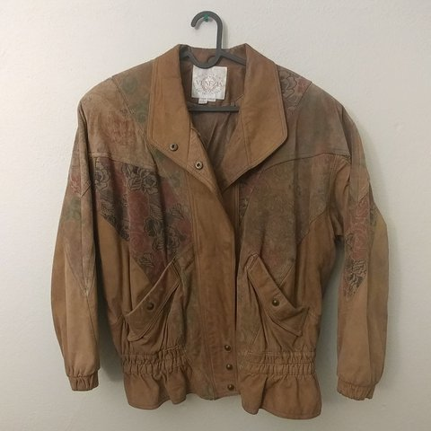 dbc1b6d8 Oversized Venezia vintage leather jacket with floral Minimal - Depop