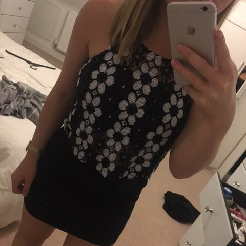 2d8f4ccf9dd3ac Super cute black and white floral top from topshop! Looks a - Depop