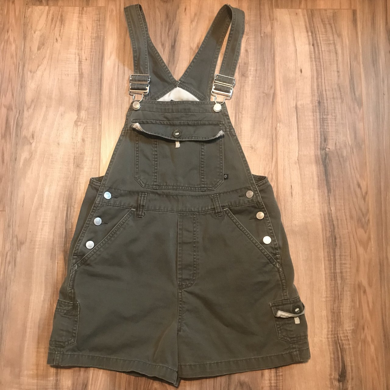 d7cac77d4316e2 Army green overall shorts 💚.  25. Net Crop Top ...