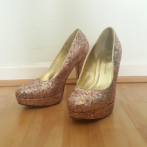 3adf2131a4 GREAT CONDITION** Dorothy Perkins Sparkly Rose Gold Pink - Depop