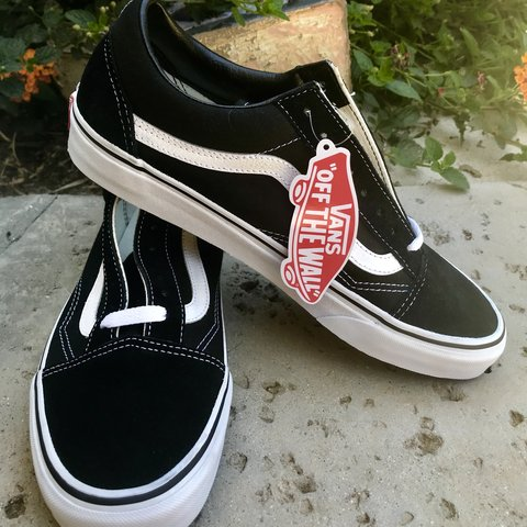 3d4ef81a8553 UNISEX Vans Classic Old Skool Low Tops Men s size 9.5 size - Depop