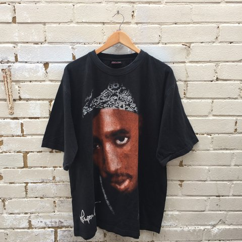 8fe32048f 2pac large print t shirt in a size xxl. In good condition to - Depop