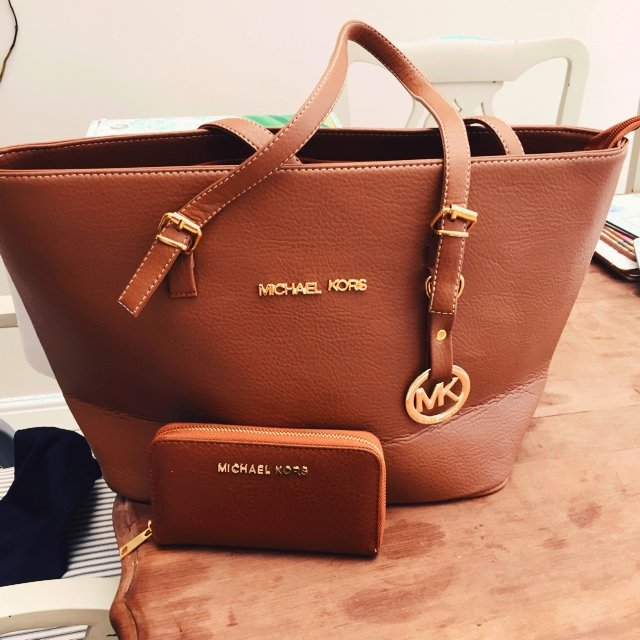 c1daf0cfd124 I'm selling this Michael Kors set.. Never used so it brand & - Depop