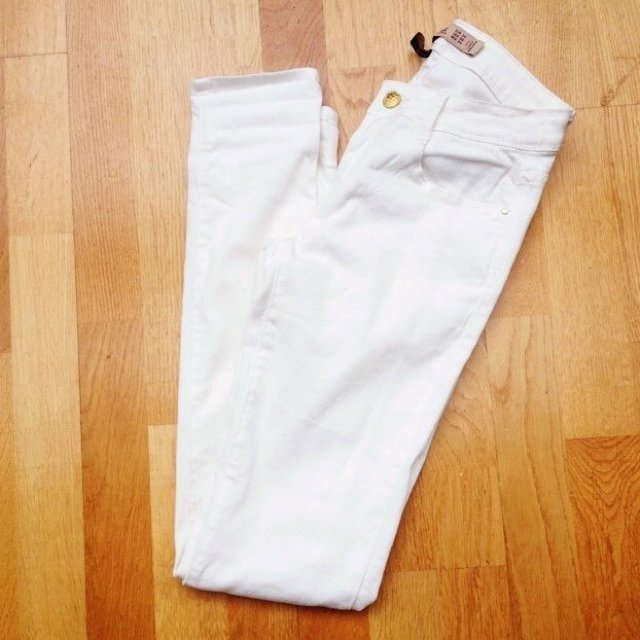 72195ce1 Lots of interest but no buyer! Zara Trafaluc white jeans 💜 - Depop