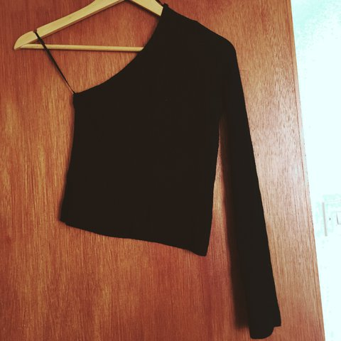 655b8d52a61f0f Zara Top One Sleeve (off the shoulder) Black Knitted Size so - Depop