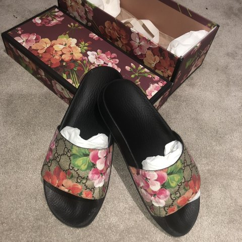 Yanzy 7 Months Ago London United Kingdom Gucci Gg Blooms Supreme Slide Sandal