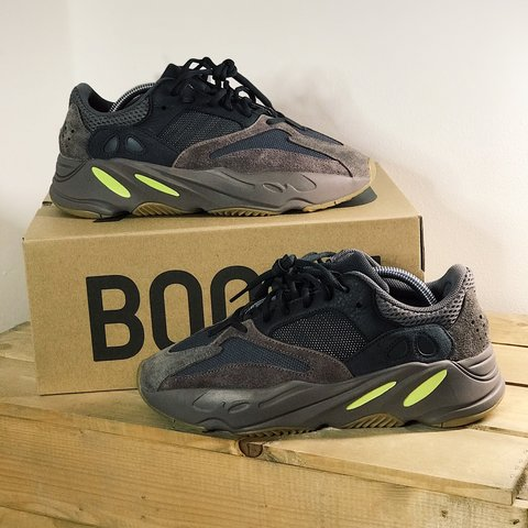 72fbe4ad8 Adidas Yeezy 700 Mauve UK9   DSWT Proof of next day delivery - Depop