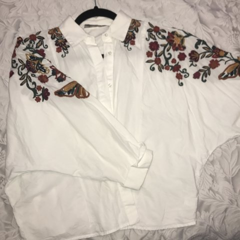 8c3bc343f50dc0 Zara floral embroidered shirt worn few times in perfect size - Depop
