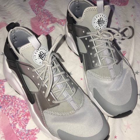 02f8caced8cdf Women s silver grey Nike huaraches. Size UK 5.5. In perfect - Depop