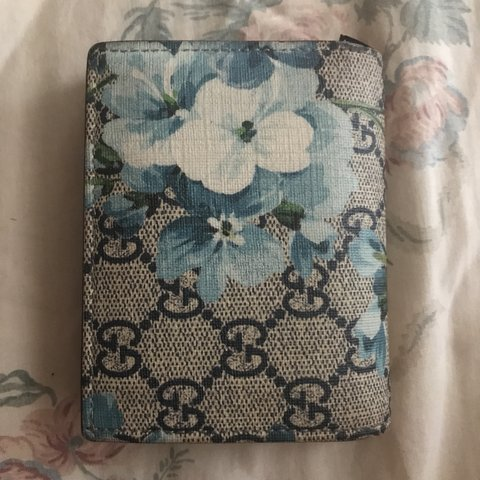 03ed36e008f0 @sirpleaserelax. 7 months ago. New York, United States. Gucci FW16 Blue  Blooms Wallet 100% Authentic Slight peeling