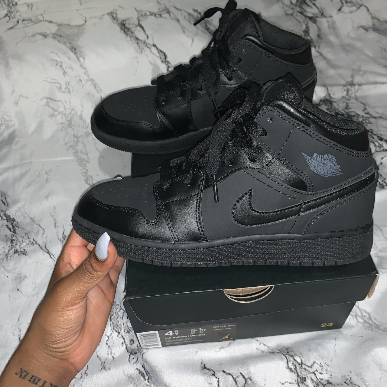 Air Jordan 1 mid Size 4 Only worn once