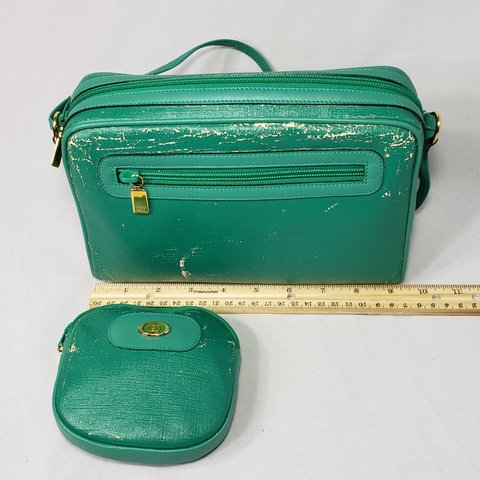 97db29f0edf2 @closet956. 4 months ago. Texas, US. Authentic vintage Gucci bag and coin  purse ...