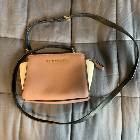 405def840475 @kileighmariani. 4 months ago. Stockton, United States. Michael Kors multi  color purse. This purse is so cute & tiny ...
