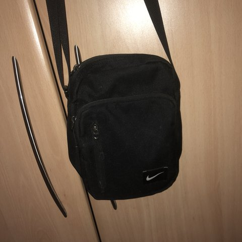 1a3b50ed9e NIKE shoulder  man bag    perfect condition hardly worn   4 - Depop