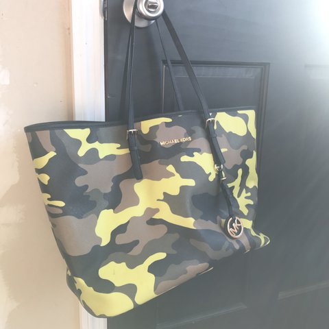dcc09c6c2bc13 Michael Kors camo tote. Barely used comes with dust bag. is - Depop