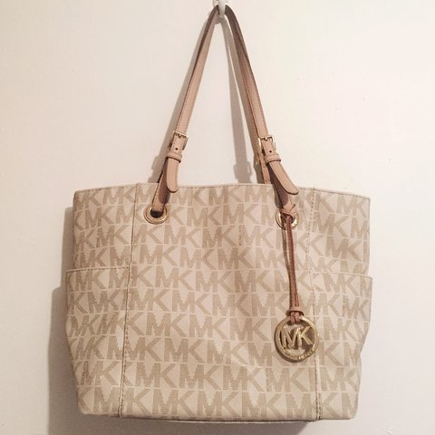 c89e584df071 @mariavalentino. last year. New York, NY, USA. MICHAEL KORS Signature tote. Very  gently used. Retail ...