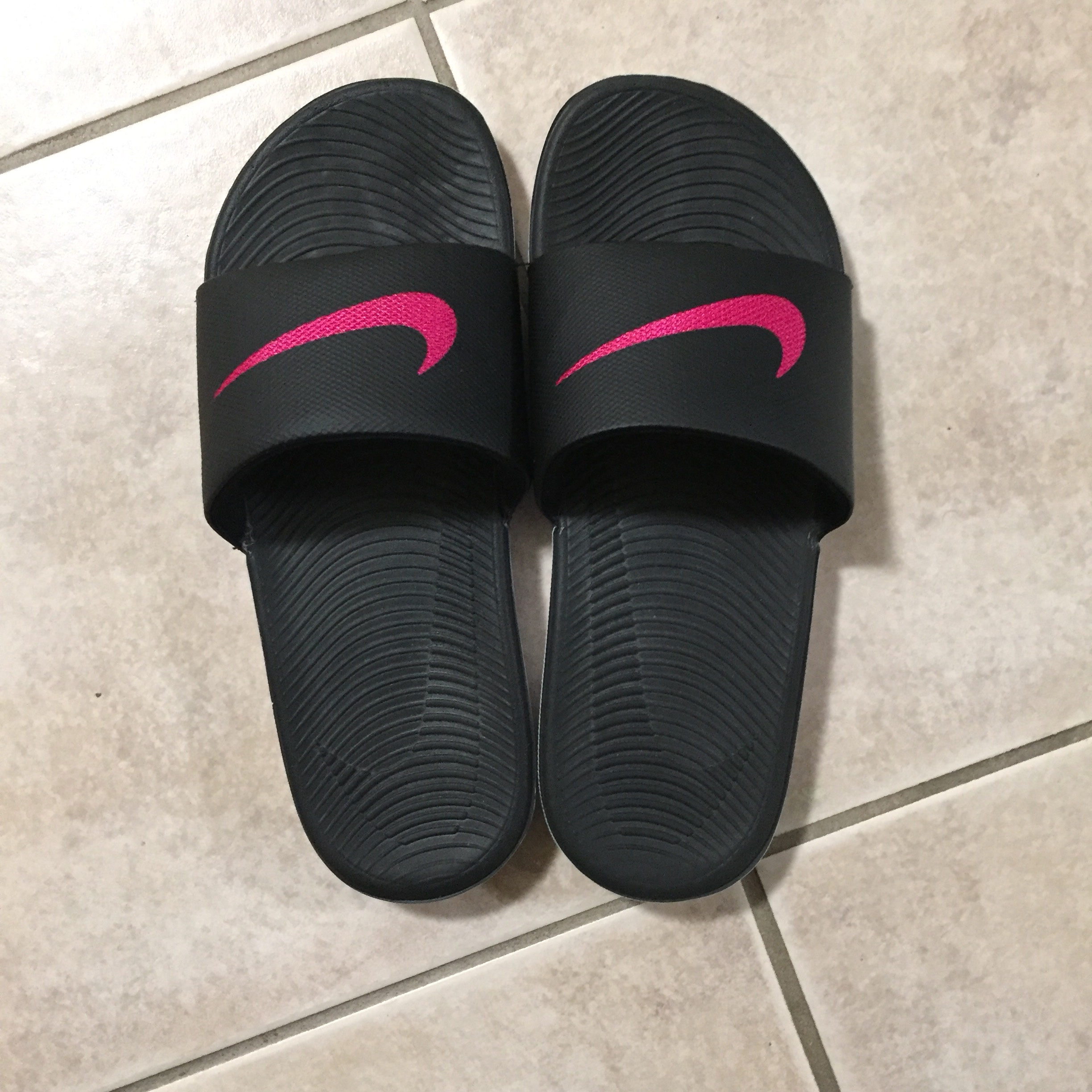 official photos 9d7e7 cc276 Nike Slippers Color:Black and pink Size:8 Condition:... - Depop
