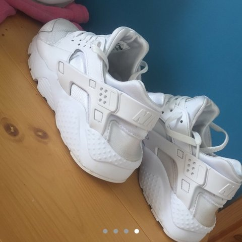 f13451a71dc5a All Nike white huaraches size 5.5 would mostly feet size 5 . - Depop