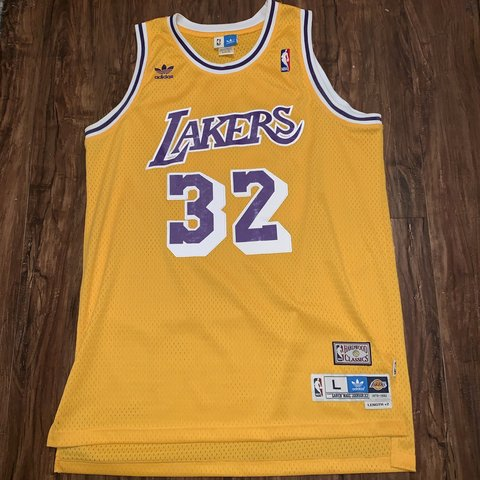 df6df572fce Los Angles Lakers Erving Magic Johnson Adidas Hardwood size - Depop