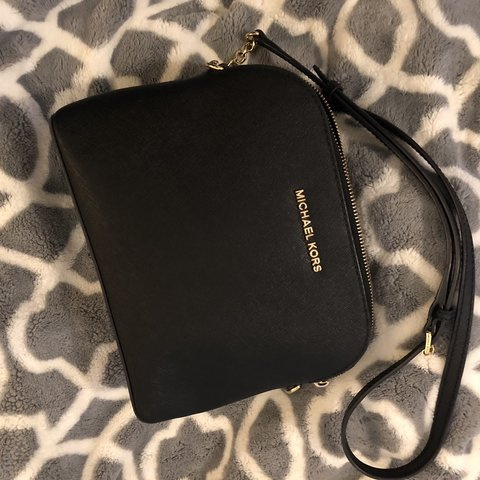 9743e2afbf2a Authentic black Michael Kors Crossbody