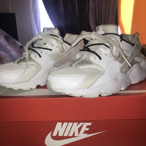 9081dcbb886d1 All white Nike Huaraches. In super good condition