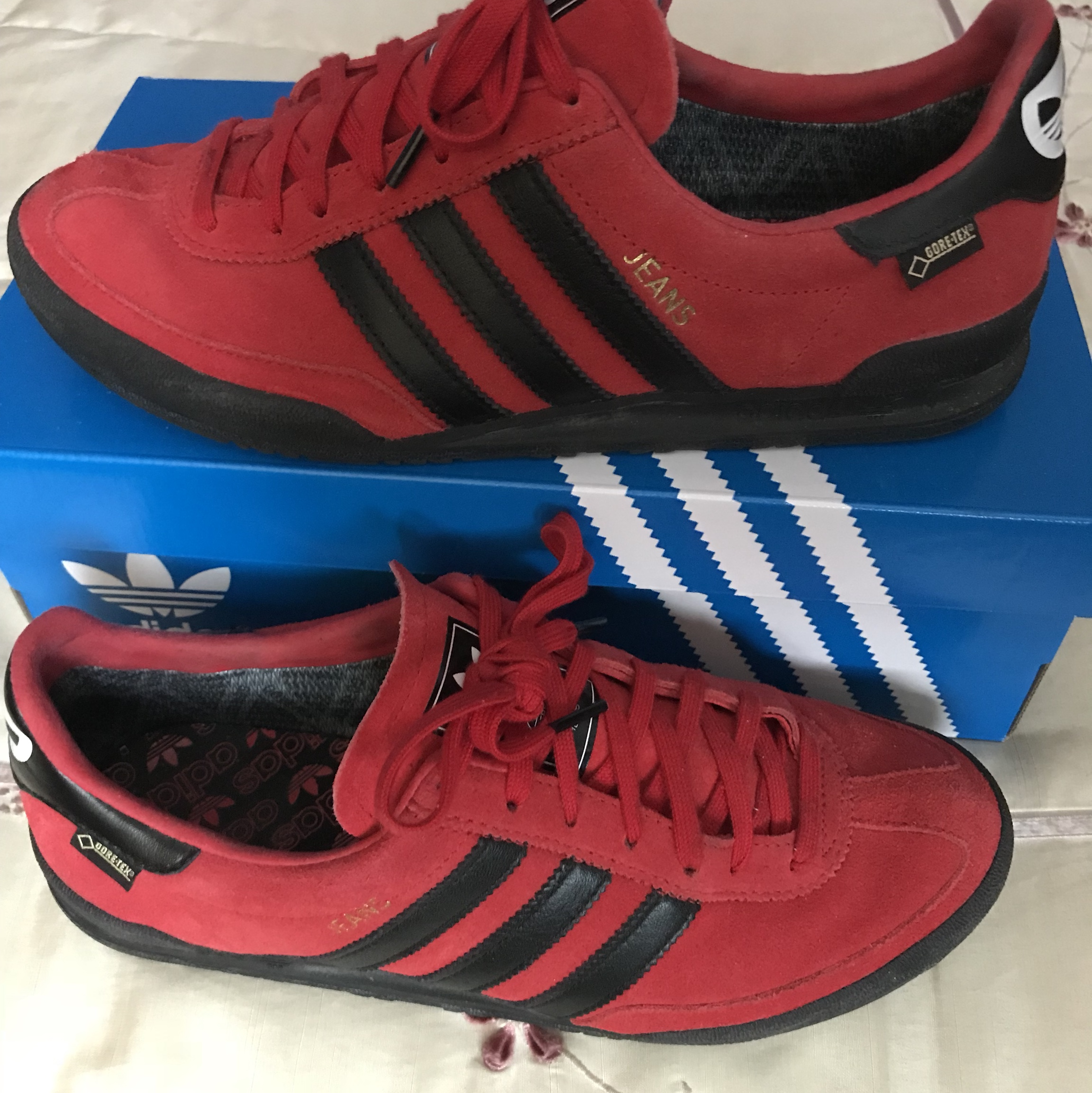 adidas jeans gore tex red