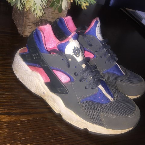 2f73e938bc60 Limited Edition Magenta Nike Huaraches. You can t buy them - Depop