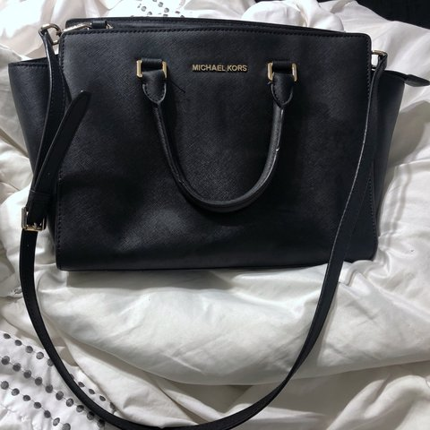 a8aa0b4a3956a5 @amandarieper. last month. Waxahachie, United States. Authentic Large  Michael Kors Selma purse! Signs of use ...