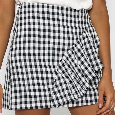 d64b021642f9e6 ✨✨✨✨✨ cute gingham/checkered skirt with a ruffle front. been ...