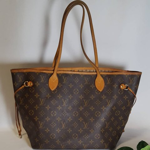 f78d6adc8e0b Authentic Louis Vuitton Neverfull MM Pre-owned. In good - Depop