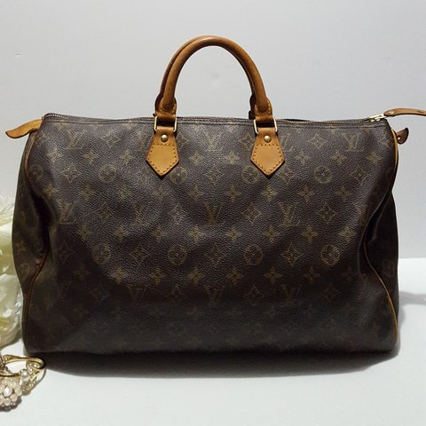 962497834a90 Authentic Louis Vuitton Speedy 40 handbag Pre-owned. In - Depop