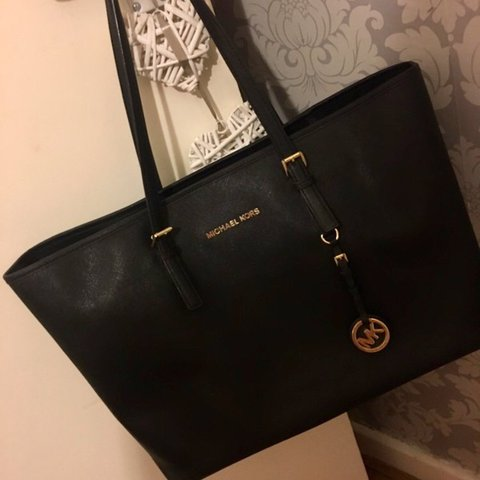 f0488ae2a8e3 @rk_90. last year. London, United Kingdom. Michael Kors Jet Set zip top tote  ...